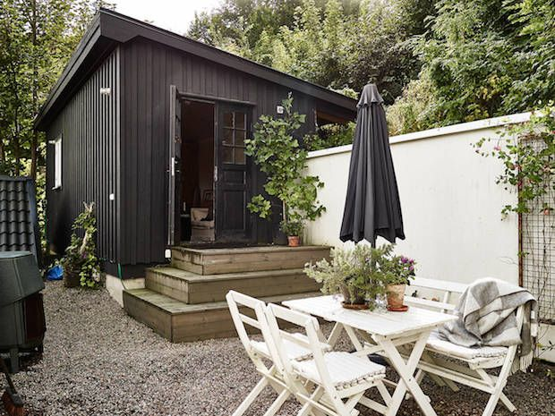 A charming Swedish cottage by a lake (via Bloglovin.com )