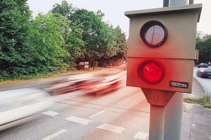 Blitzer Die Polizei im Bergischen plant in dieser Woche folgende Geschwindigkeitskontrollen:   Freitag, 16.01.2015  - Wipperfürth - Niederwipper, B 237 - Bergisch Gladbach, Reuter Straße - Rösrath, Kölner Straße - Overath Großschwamborn, Durbuscher Straße Quelle: RadioBerg