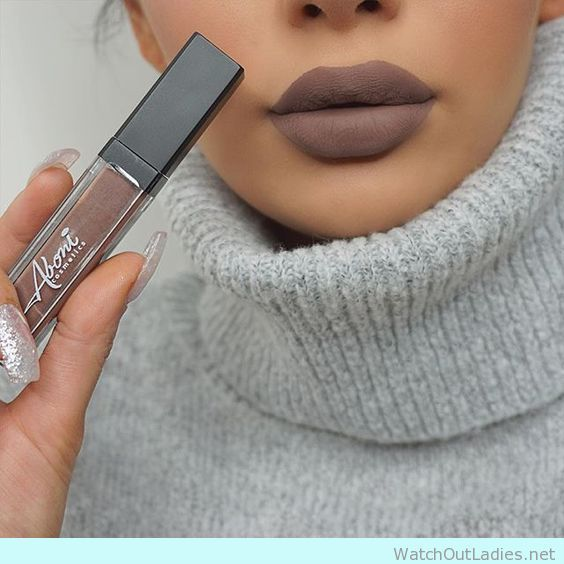 How to wear brown matte lipstick with frey sweater