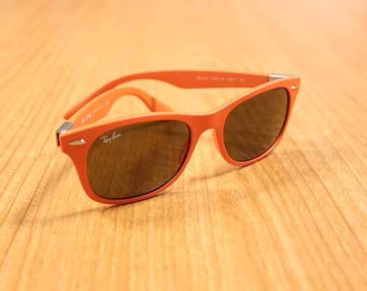 Ray-Ban New Wayfarer Color Splash http://www.lodishop.com/negozio/ottical-occhiali-sole-vista-montature-lenti-a-contatto-lodi/ #sunglasses #rayban #fashion #lodi #italy