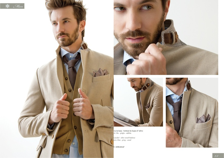 Giacca sportiva in Lana e bottoni in legno d'ulivo.  Wool blazer with olive wood bottons