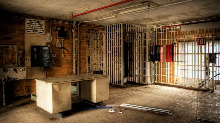 Creepy Photos of an Abandoned Prison