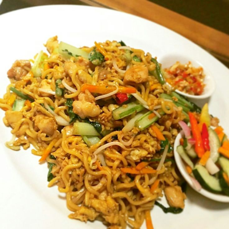"""Our all-time favorite """"Special Wok Fried Noodle with Sambal Matah"""" for your dinner tonight ? Why not! Fulfill your asian appetite only at ON20.  #on20makassar 