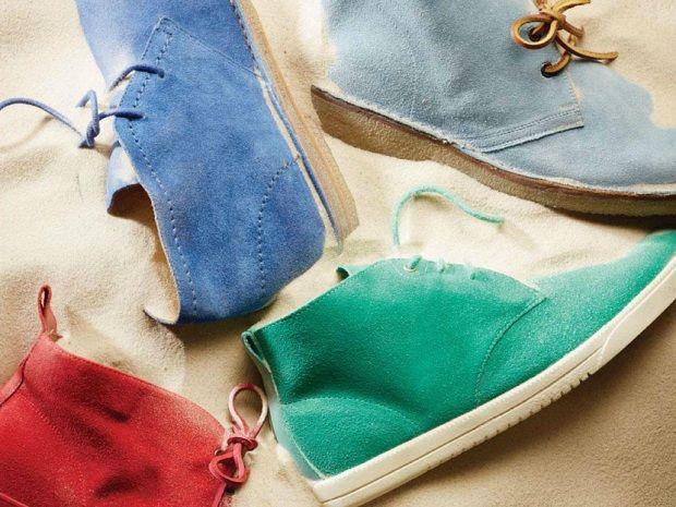 Οι χρωματιστές desert boots δεν είναι μόνο μια από τις μεγαλύτερες τάσεις για φέτος, αλλά και το ιδανικό παπούτσι για να την βγάλεις από τώρα μέχρι το καλοκαίρι.