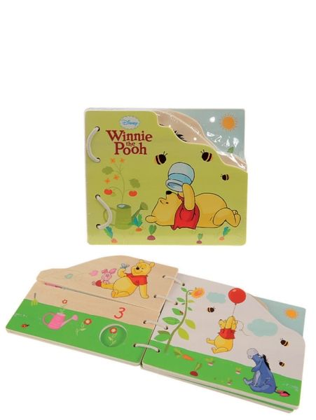 Suloisessa, puisessa Nalle Puh -kuvakirjassa on värikkäät kuvat ja paljon hauskaa katsottavaa ja tutkittavaa! Tukevia puisia sivuja on helppo käännellä pienillä käsillä, ja kirjassa on hauska narusidonta.