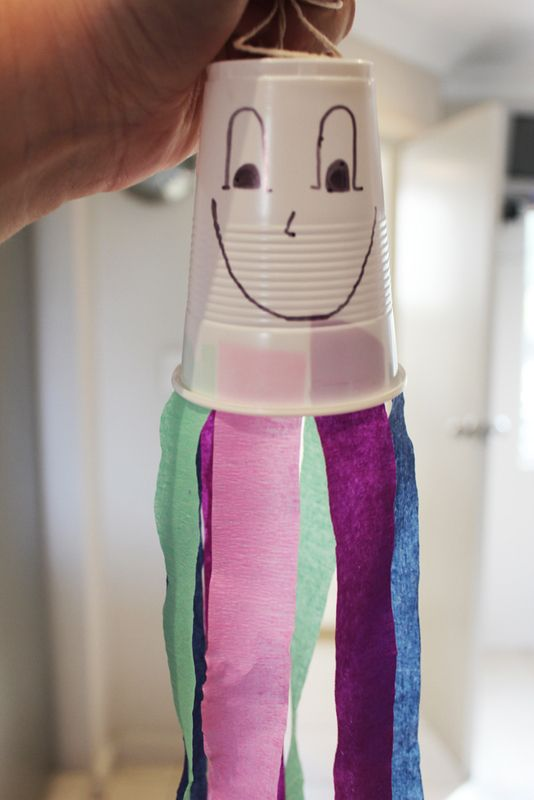 Dingly dangly octopus, kids crafts, plastic cup