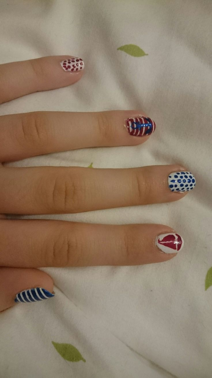 Navy nails for summer