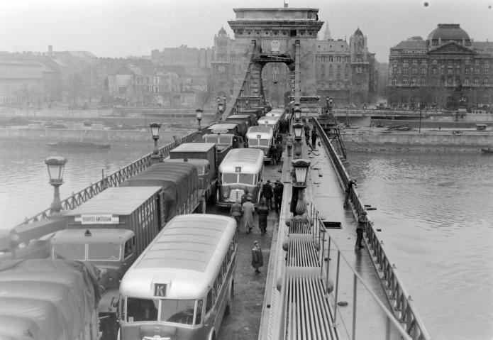 Budapest, 1949. Load-test on the Chain bridge.