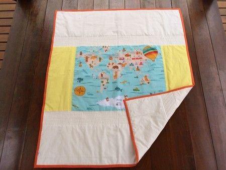#Edredom #Berço ou Mini-cama - Mapa Mundi em tecido 100% algodão. Perfeito para #meninos ou #meninas. #Crib or Children's bed duvet or #quilt # World Map theme all made with 100% cotton fabric. #Gender #neutral.