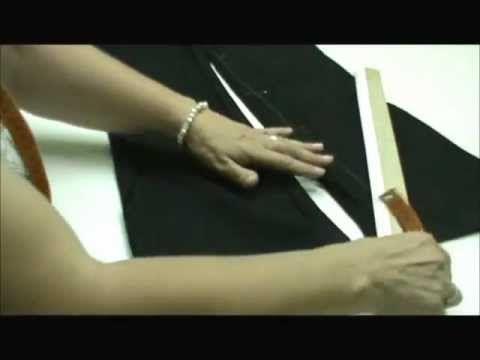 Transformar un pantalón de campana en un pantalón recto o de pitillo.