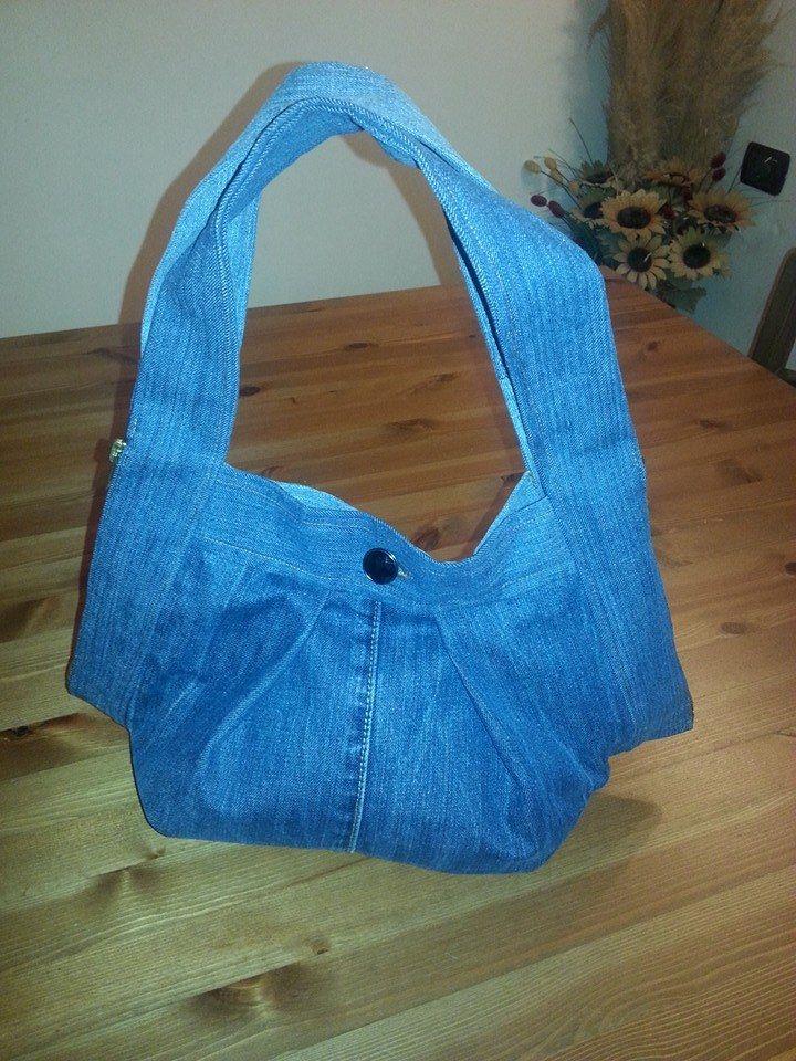 borsa realizzata riciclando jeans