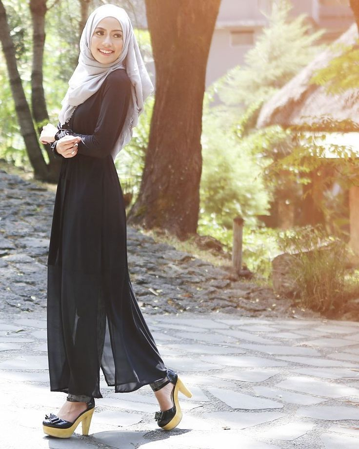 Ashley top dress in black: High quality jersey & chiffon, bottom part is chiffon, thin & cooling. Slits at the sides for a cool design, separate fabric belt, buttons in front, wrinkle-free and nursing-friendly.