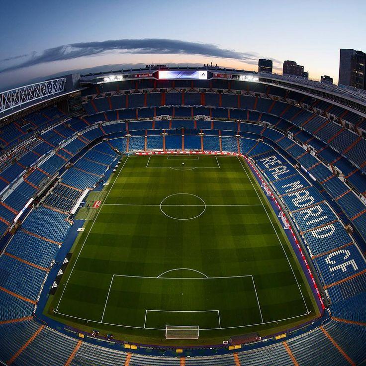 "927.6 mil Me gusta, 3,293 comentarios - Real Madrid C.F. (@realmadrid) en Instagram: ""🏟⚽💜 #HalaMadrid The greatest stadium in the world. El mejor estadio del mundo."""