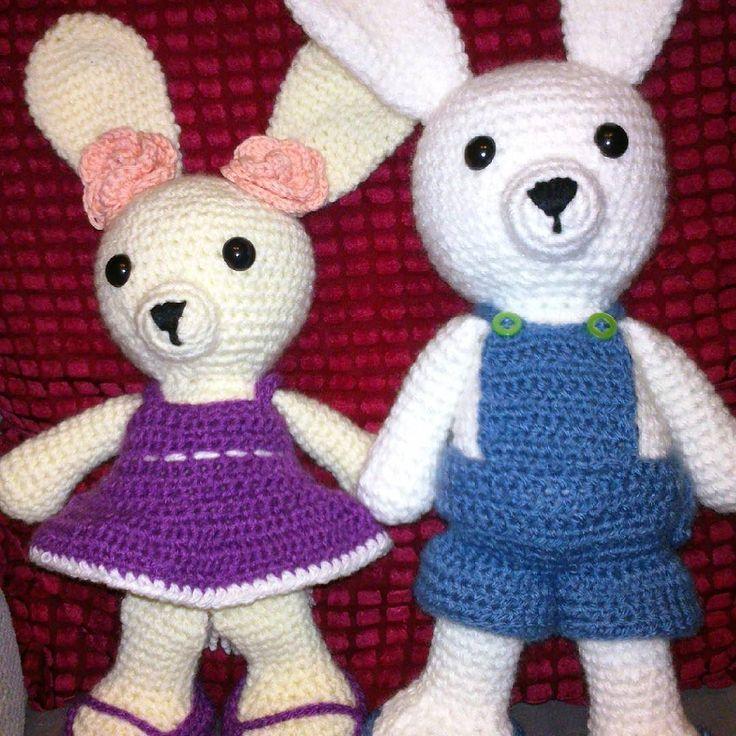Esta pareja de conejitos la he hecho para mi hija Ariadna que el lunes hace 11 años. #amigurumis #conejo #conejoamigurumi #regalos #regalosreyes #regalocumpleaños #regalonavidad