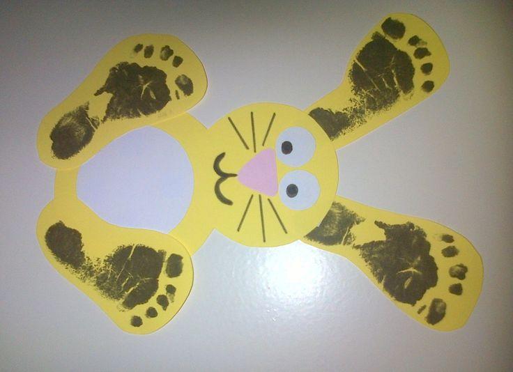 Knutselen met voetafdrukjes, een konijn.