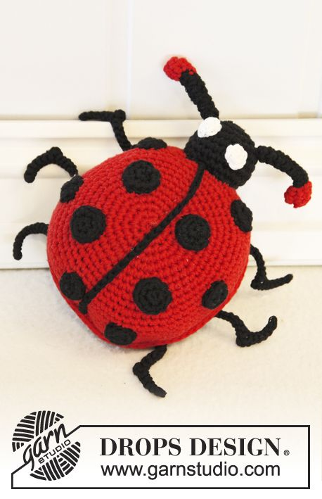 "Free pattern: Crochet DROPS lady bug in ""Cotton Light"". ~ #DROPSDesign #Garnstudio #Crochet"