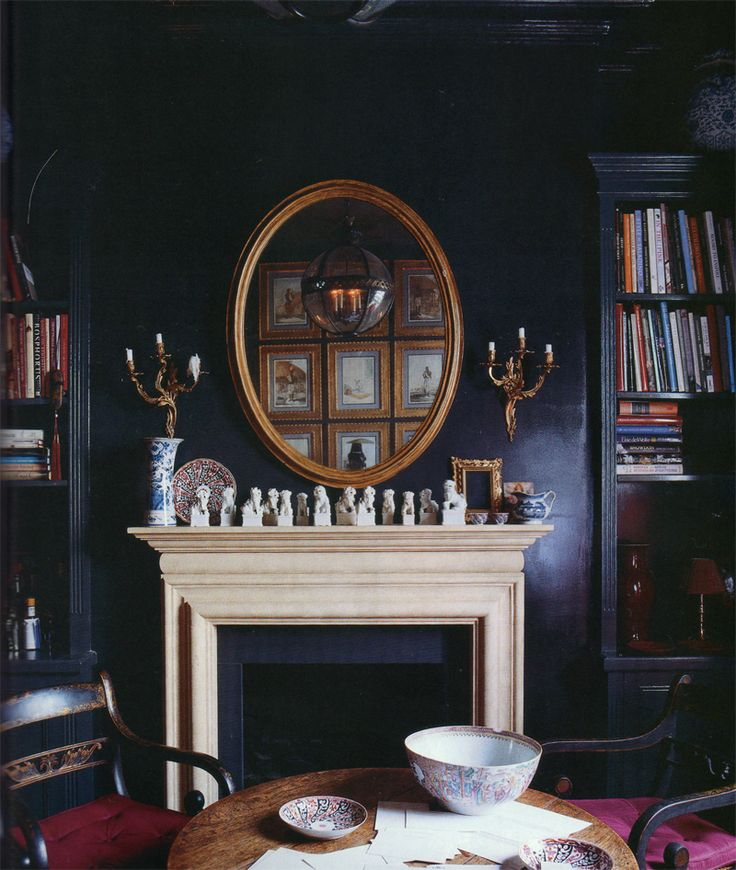 Christopher Leach's London flat. World of Interiors, August 2010. Photo.:  Jonathan