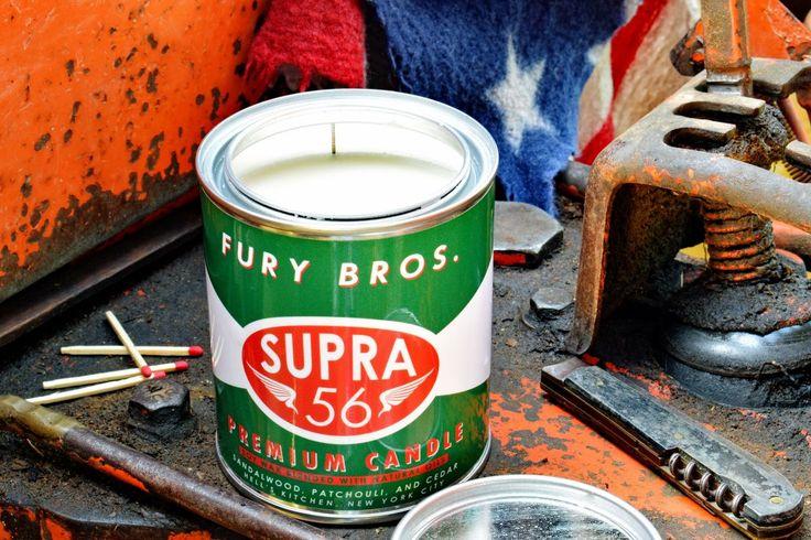 Bougie parfumée Supra 56, Fury Bros® - Made in USA. Coulée dans des boites d'huile vintage, chaque bougie est réalisée de manière artisanale en cire de soja, puis celée avec un couvercle métal. New York - USA. Bougie SUPRA 56 parfumée : Bois de santal, patchouli, cèdre #huile #moteur #retro #vintage #candle #cadeau #mécanicien #moto #garage #carrosserie #vert #qualité #original #américain #lamaisondelonclesam