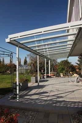 Die Terrasmart Classic Line entspricht der klassischen Bauform einer Terrassenüberdachung. Mehr Informationen unter www.Vordach-Shop.de.