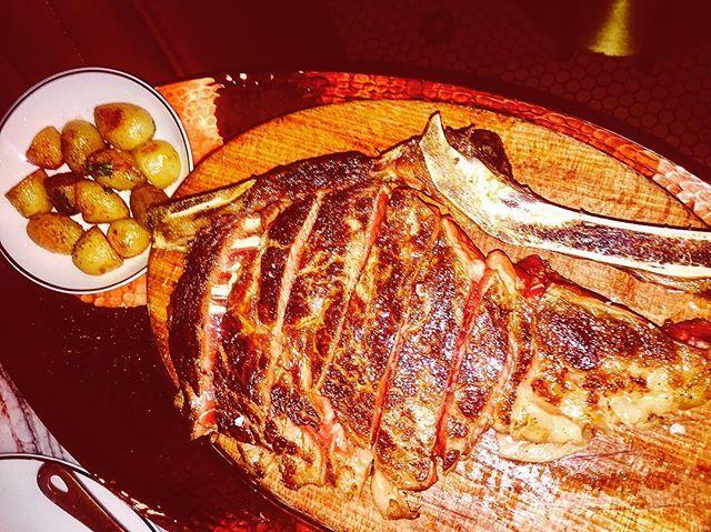 Côte de bœuf Angus de chez Monsieur Piège #amispourlavie #beef #angus #jeanfrancoispiege #clovergrill #grill #almoço #almuerzo #foodlover #소고기 #牛肉 #牛肉 #carne #говядина #bbq #🐂 #friends #肉 #バーベキュー #야외 #carnivore #🇫🇷