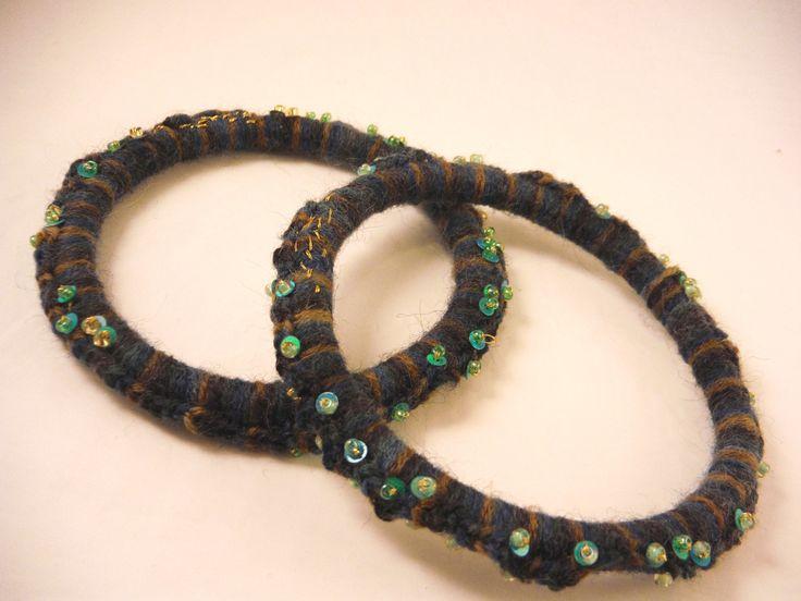 braccialetti in lana blu melange e paillettes / bracelets : Braccialetti di elenalucc