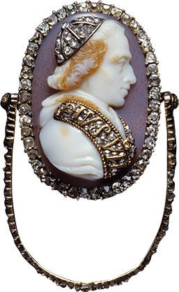 Shell cameo pendant brooch depicting Pope Pius VII. ( Pontifex Maximus 1800 - 1823A.D. ) surrounded by diamonds. This would have been a gift from the Pope to favored royal and noble guests at an audience.