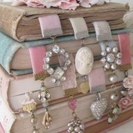 Cute jewelry bookmarks! DIY