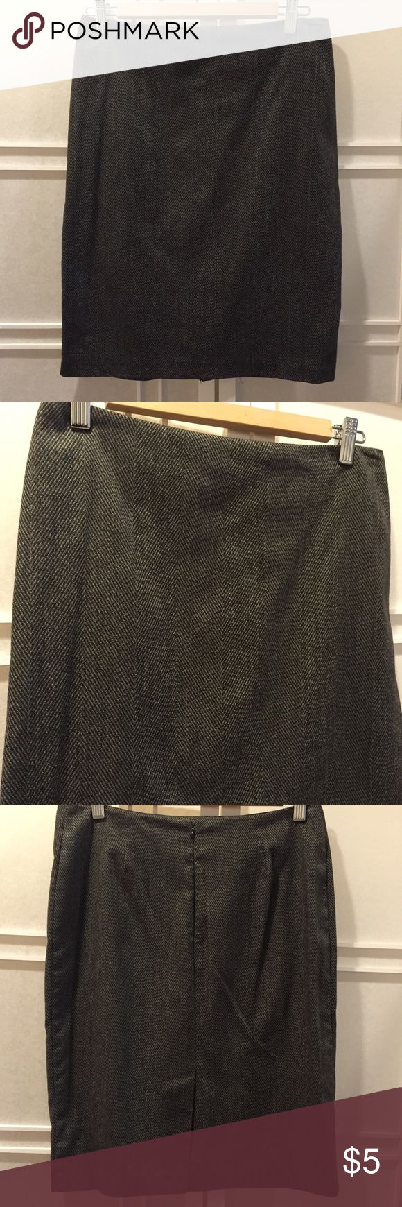 Gray Pencil Skirt Gray pencil skirt, slit on the back, stretchy and fits curves, zips up on the back (latch above zipper broken) New York & Company Skirts Pencil