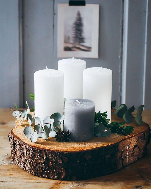 """Mein Advents""""kranz"""" in diesem Jahr duftet nach Eukalyptus 🕯und Eurer? Guten Start in die Woche 🙌🏻 und packt Euch warm ein #adventskranz #eukalyptus #urbanjungleblogger #christmas #zuckerzimtundliebe #diy #advent #simplicity #minimalist"""