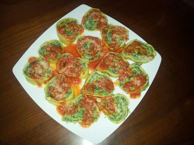 Rotolo di spinaci all'ebraica   http://bricioledolciesalate.blogspot.it/2013/05/ricetta-tutorial-rotolo-di-spinaci.html