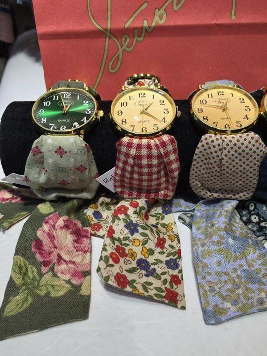 """Impresionantes los #Relojes de """"SEÑORA MARIA"""". Una veintena de correas de telas Liberty combinadas con vichys y motas entre si!   De verdad ... Son dignos de ver!!!    y si los quieres regalar la presentación es impecable !!!"""