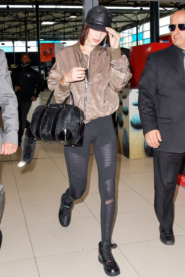 4b160d4e9ebae The Alo Leggings Everyone Purchased This Year | Outfit | Fashion, Leggings,  Celebrity airport style