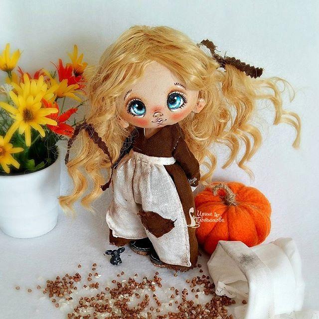Итааак,моя Золушка)Листаем галерею)Она не оч.смахивает на несчастного ребеныша заморенного голодомЗато у нее есть тыква и мышь) Золушка будет продаваться здесь в 20.00 по Москве. Кто успеет первый поставить коммент-тот и удочерит) #принцесса_диснея_организатора #СладулькиотИриски #авторскаякукла #кукларучнойработы