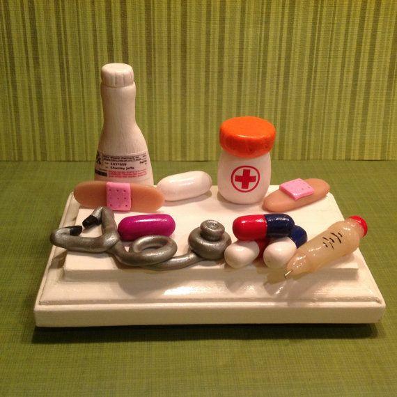 Polímero arcilla tarjetero, sostenedor de la tarjeta a su farmacéutico, médico, enfermera, encantador, divertido, medicina, píldoras, botella de la prescripción, farmacia, drogas