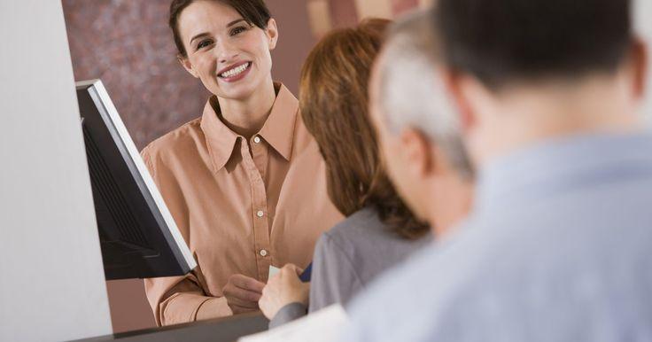 ¿Qué se puede esperar en una prueba de evaluación para  un cajero de banco?. Los bancos tradicionalmente dan pruebas de evaluación a los futuros cajeros para asegurarse de que tengan las habilidades necesarios para tener éxito en el puesto. Llega al centro de pruebas con tiempo, más temprano si es posible. Mantén la mayor parte de tus pertenencias personales en casa, ya que necesitarás almacenar tus bolsas y cualquier ...
