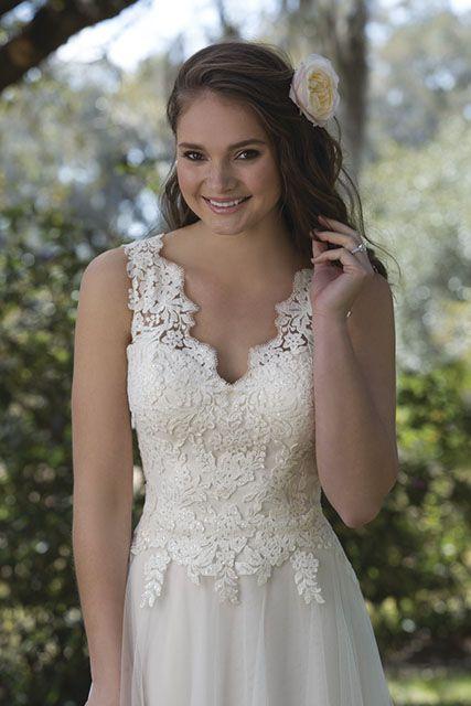 Prachtige jurk met een kanten top #Sweetheart