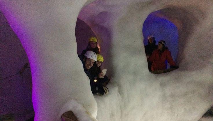 Manify - Hintertux Gletsjer 3- RIghts: Susanne Engelen  - Klimmen door de ijsgrotten 30 meter in een gletsjer - Manify.nl