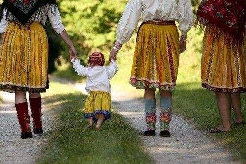 Folk costumes of Muhu island, Estonia
