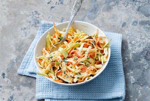 Coleslaw ✦ Coleslaw on amerikkalainen kaalisalaatti. Se sopii erilaisten liha- ja kalaruokien lisäkkeeksi. Erityisen hyvin coleslaw maistuu grilliruokien kanssa tarjottuna. http://www.valio.fi/reseptit/coleslaw/