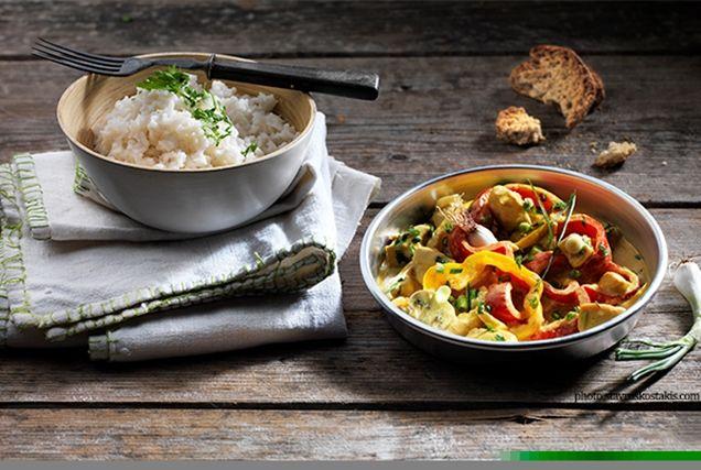 Κοτόπουλο με λαχανικά, κάρυ και τυρί κρέμα