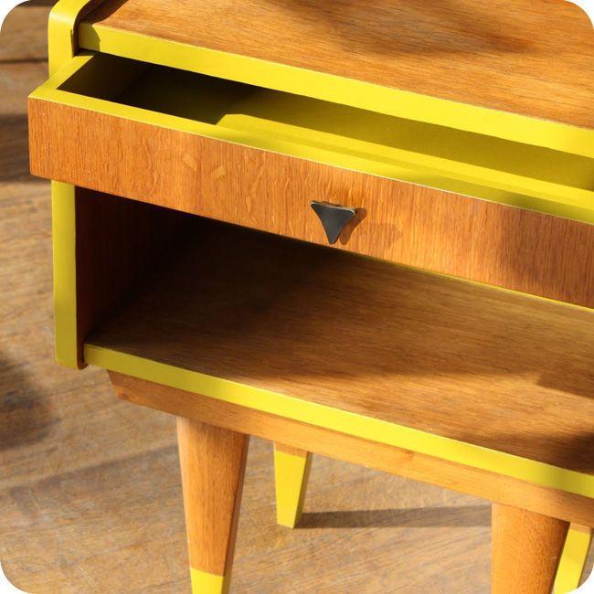 Meubles vintage > Consoles & petits meubles > Table de chevet sixties : Fabuleuse Factory