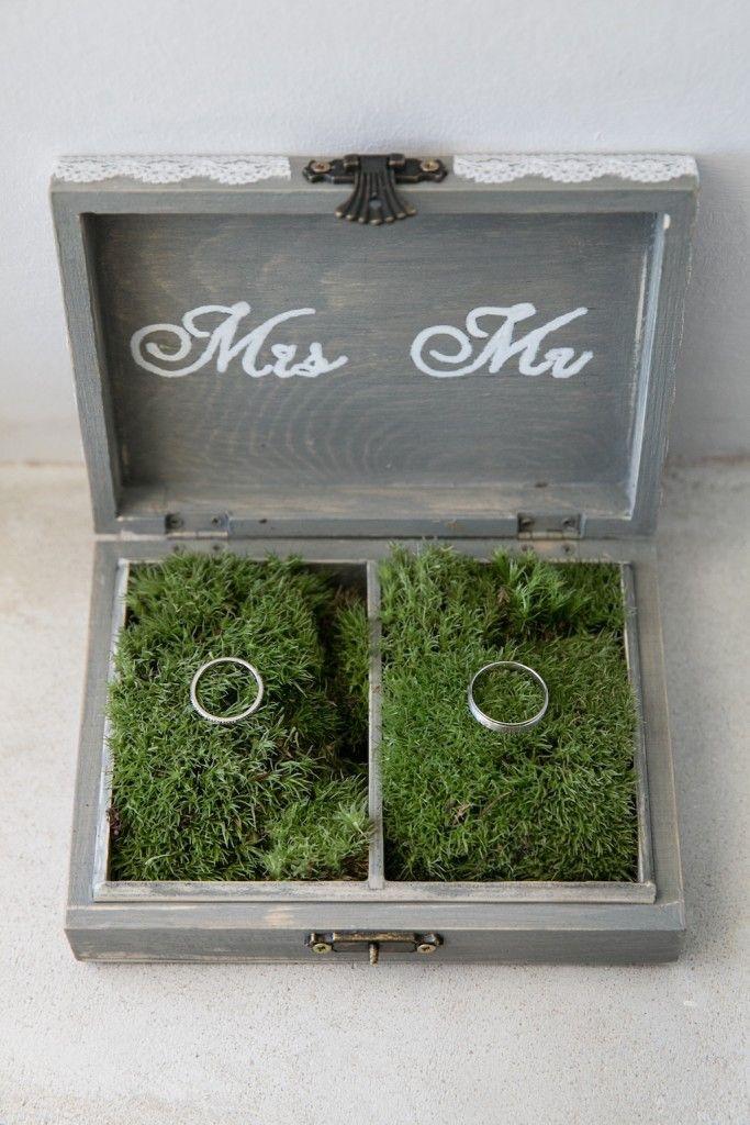 boite alliances vintage, mr & ms, alliance, mariage, boite, vintage, boite alliance grise, alliance sur fausse herbe, dentelle sur boite, mariage gris et vert