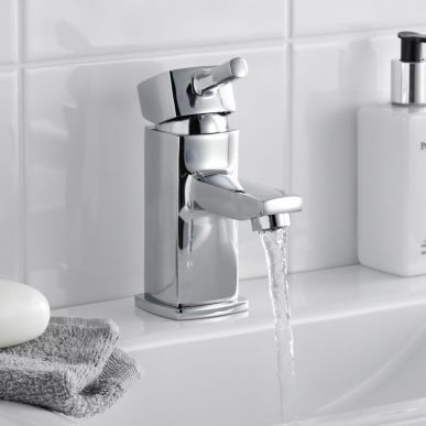 #QuadrantShowerEnclosures #SlidingShowerEnclosures Tubs and Tiles provides special Bathroom Taps, Modern, Traditional, Basin Taps, Bath Taps, Cloakroom Taps online , customers afford easily in lowest prices tubsandtilesonline.co.uk