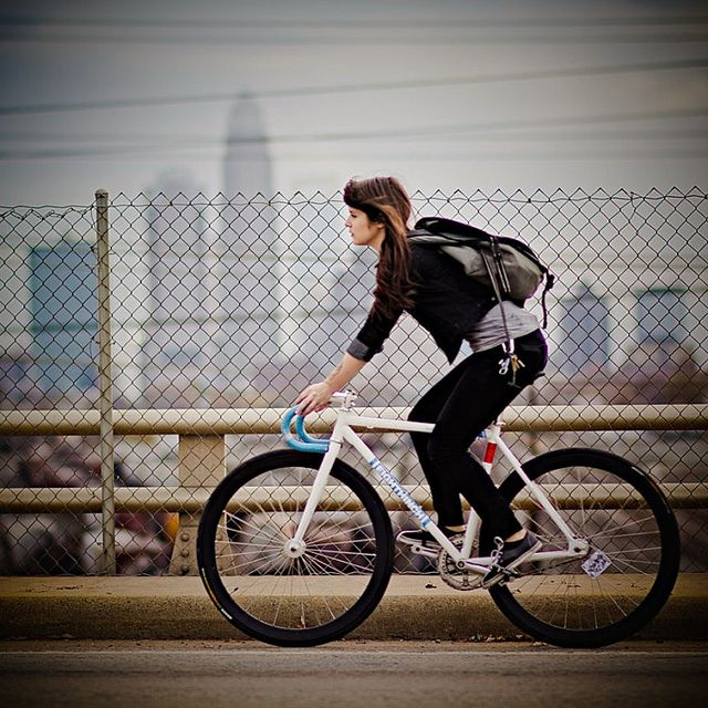 Fixie + Girl + Bike. Bicycles Love Girls. http://bicycleslovegirls.tumblr.com/