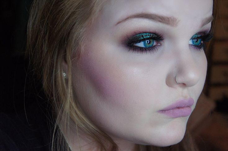 Iridescent Green Tutorial - Urban Decay Lounge