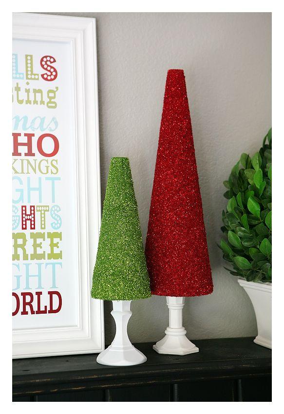 Aprende a hacer un árbol de Navidad con purpurina - #ÁrbolDeNavidad, #DecorarárbolDeNavidad, #Purpurina http://navidad.es/14312/aprende-hacer-un-arbol-de-navidad-con-purpurina/