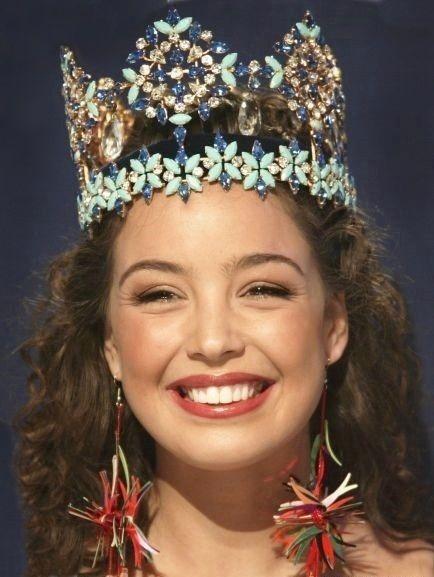 Miss World 2002 Azra Akin