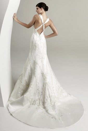 Criss cross straps on this low back wedding dress by kitty for Cross back wedding dress