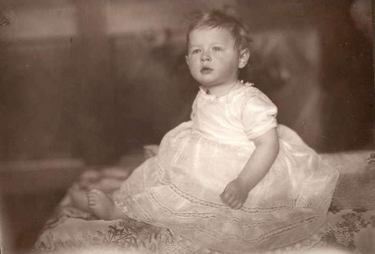 Exclusiv RFI: Imagini rare cu Regele Mihai I (1921 - 1947) | RFI România: Actualitate, informaţii, ştiri în direct
