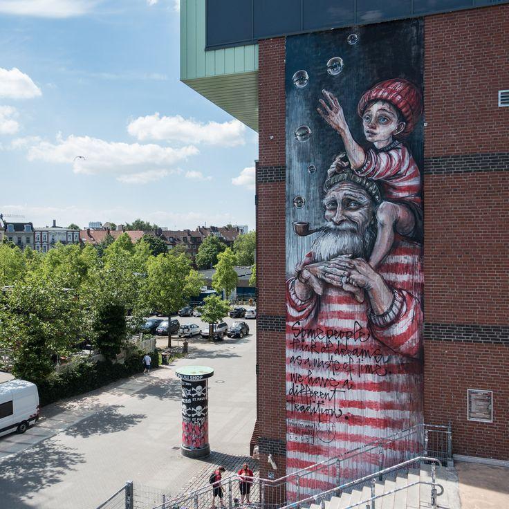 Herakut malen riesiges Mural am Millerntor Stadion in Hamburg